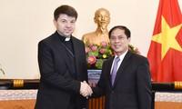 Đặc phái viên không thường trú của Tòa thánh tại Việt Nam chào xã giao Lãnh đạo Bộ Ngoại giao