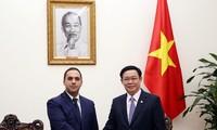 Phó Thủ tướng Vương Đình Huệ tiếp Bộ trưởng Bộ Kinh tế Bulgaria Emil Karanikolov