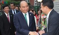 Thủ tướng Nguyễn Xuân Phúc thăm Đại sứ quán Việt Nam tại Nhật Bản