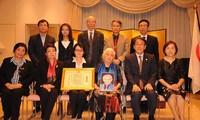 Trao Bằng khen của Bộ trưởng Bộ Ngoại giao Nhật Bản truy tặng Giáo sư Phan Huy Lê