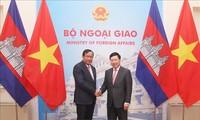 Phó Thủ tướng Phạm Bình Minh hội đàm với Phó Thủ tướng, Bộ trưởng Ngoại giao và Hợp tác quốc tế Campuchia