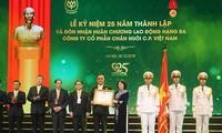 Công ty CP Việt Nam đón nhận Huân chương lao động hạng III