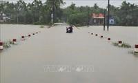 Khắc phục hậu quả mưa lũ: Nhiều tuyến đường được khai thông và người dân đã về nhà an toàn