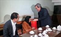Trưởng Ban Kinh tế Trung ương Nguyễn văn Bình thăm và tặng quà gia đình chính sách tại Tuyên Quang, Hà Giang