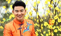 Việt Tú - Ấm lòng người xa xứ với dòng nhạc quê hương