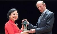 """""""Em bé Napalm"""" nhận Giải thưởng Hòa bình Dresden tại Đức"""