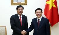 Phó Thủ tướng Vương Đình Huệ tiếp đoàn đại biểu Viện nghiên cứu kinh tế quốc gia Lào