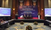 """Công bố báo cáo """"Nâng cao hiệu quả ngành vận tải đường bộ Việt Nam và Chiến lược phát triển bền vững ngành vận tải đường thủy nội địa Việt Nam"""""""
