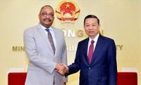 Việt Nam và Angola tăng cường hợp tác an ninh