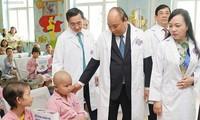 """Thủ tướng Nguyễn Xuân Phúc: Bệnh viện K phải là nơi bệnh nhân """"trao hy vọng-nhận niềm tin"""""""