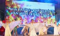 Festival laut Nha Trang- Khanh Hoa tahun 2013 dengan banyak aktivitas menuju ke laut dan pulau