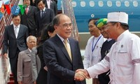 Ketua MN Nguyen Sinh Hung tiba di Myanamar