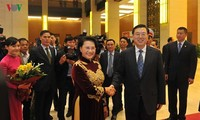 Ketua MN Nguyen Thi Kim Ngan melakukan pembicaraan dengan Ketua  KRN Tiongkok, Zhang Dejiang