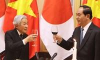 Presiden Vietnam, Tran Dai Quang dan Istri memimpin resepsi kenegaraan menyambut Kaisar Jepang, Akihito dan Permaisuri Michiko