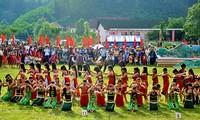 Memuliakan pusaka budaya yang beranekaragam dari etnis-etnis sesaudara di gunung-gemunung Truong Son