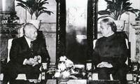Foto  Sekjen KS PKV , Do Muoi dengan para pemimpin senior berbagai negara