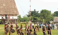 Otoritas sesepuh dukuh dari warga etnis minoritas  Ba Na di daerah Tay Nguyen