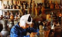 Kekhususan Desa kerajinan membuat  keramik Bau Truc