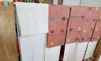 Desa kerajinan menenun kain ikat Can Ty