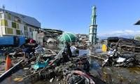 Jumlah korban dalam tsunami di Indonesia terus meningkat