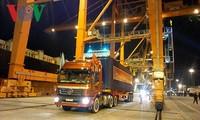 Pelabuhan Hai Phong secara bergelora menyambut jumlah barang pertama pada tahun baru 2019