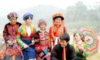 Warga etnis minoritas Mong merayakan Hari Raya Tet tradisional