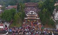 Pesta -pesta yang berlangsung dalam bulan Satu tahun imlek di Vietnam Utara.