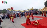 Propinsi Quang Ninh menyambut kedatangan para wisatawan pertama