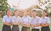 Kalangan pemuda Thailand dengan tata biga  dan bahasa Vietnam