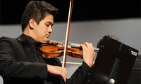 Seniman violinis berbakat Vietnam, Bui Cong Duy  memulai acara pertunjukan tahun 2019