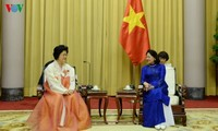 Wakil Presiden Vietnam, Dang Thi Ngoc Thinh menerima delegasi Asosiasi persahabatan RDRK - Vietnam