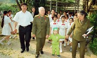 Emotional photos of General Vo Nguyen Giap taken by Tran Hong