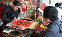 Picture hanging, a tradition of the Lunar New Year
