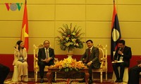 PM meets Lao, Cambodian counterparts ahead of MRC summit