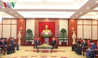 Vietnam pledges to boost special ties with Laos