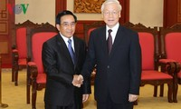 Party General Secretary receives Lao Vice President