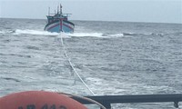 Fishermen rescued from distressed vessel off Truong Sa archipelago