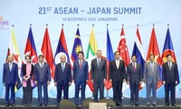 Vietnamese PM attends ASEAN Summits with Japan, Russia