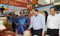PM visits exhibition on Thanh Hoa province, inaugurates dairy farm