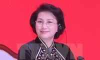 阮氏金银会见老挝建国阵线中央委员会主席赛宋蓬