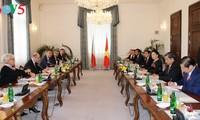 阮氏金银会见捷克总统泽曼和总理索博特卡