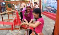 2017年国际和越南丝绸-土锦节将在广南省会安古市举行