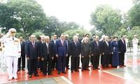 越南党和国家领导人入陵瞻仰胡志明主席遗容