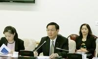 越南政府副总理王庭惠与国际劳工组织专家座谈