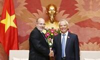 越南国会副主席汪朱刘会见古巴外交部工作代表团