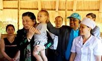 越南国会副主席丛氏放:关心崑嵩省儿童的全面发展
