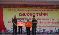 越南荣军烈士节71周年:军队青年举行对政策优抚家庭报恩的活动