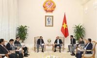 越南政府总理阮春福会见老挝国会副主席桑努
