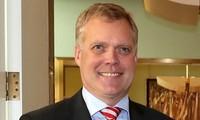 澳大利亚众议院议长托尼•史密斯对越南进行正式访问