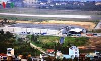 越南与美国移交岘港国际机场爆炸物和二恶英污染区域已清理的十三公顷土地